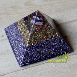 Priestorový harmonizér - pyramída -3 druhy polodrahokamov v špici - fialová